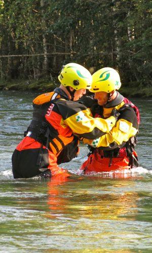 330 deltagere jobber sammen i elva.